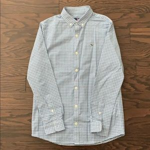 Vineyard Vines Boys Button up dress shirt.